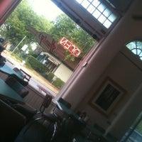 Das Foto wurde bei Hunky's von Tad B. am 9/18/2011 aufgenommen