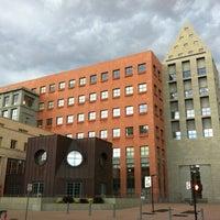 รูปภาพถ่ายที่ Central Library โดย Ryan S. เมื่อ 7/10/2011
