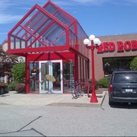 Photo taken at Red Robin Gourmet Burgers by Devon A. on 8/5/2012