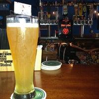 Foto tomada en The Bar por Maria M. el 5/26/2012