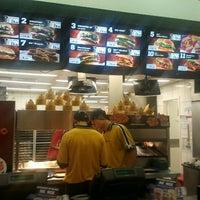 Foto tirada no(a) Burger King por Anselmo D. em 1/24/2012