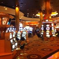 Foto tomada en Caesars Palace Poker Room por Victoria K. el 2/20/2012