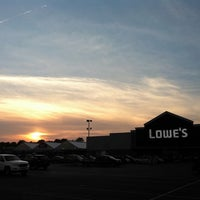Photo taken at Lowe's Home Improvement by Dean N. on 6/18/2011