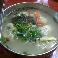 Photo taken at 옛진미칼국수 by Sungjin L. on 8/17/2011
