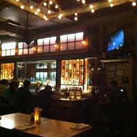 Foto tirada no(a) Two Door Tavern por Zachary M. em 6/28/2012