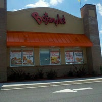 Photo taken at Bojangles' Famous Chicken 'n Biscuits by Bonnie K. on 4/16/2012