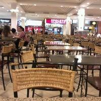 Foto tirada no(a) Praça de Alimentação por Aninnha em 8/13/2012