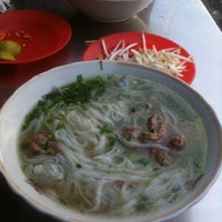 Photo taken at Phở Cường by Ken N. on 9/9/2012
