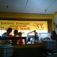 Photo taken at Bakmi Bangka 77 - Pamulang by Amos E W. on 5/13/2012