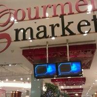 Das Foto wurde bei Gourmet Market von nsbeth k. am 2/13/2012 aufgenommen