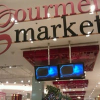 Foto scattata a Gourmet Market da nsbeth k. il 2/13/2012