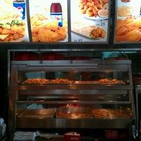 Foto tirada no(a) KFC por WenS em 3/22/2012