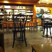 Снимок сделан в Starbucks пользователем Sohrab S. 9/20/2011