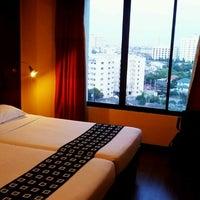 Photo taken at Bangkok Cha-da Hotel by Artid B. on 11/7/2011