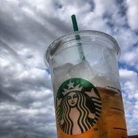 Foto tirada no(a) Starbucks por C.C. C. em 9/2/2012