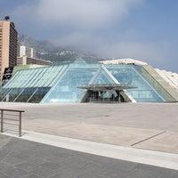 รูปภาพถ่ายที่ Grimaldi Forum โดย FR2DAY เมื่อ 7/21/2011