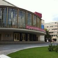 Photo prise au Schillertheater par DeltaAlphaSierraMurmelchen . le7/30/2012