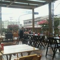 Photo taken at Hamburgueria Bumerangue by Nauri Ribeiro on 1/10/2012