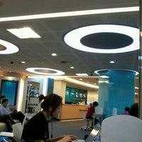 3/19/2012 tarihinde Josh ข.ziyaretçi tarafından Maruay Knowledge & Resource Center'de çekilen fotoğraf