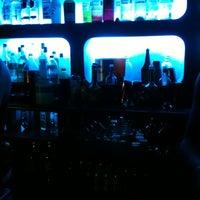 Foto tomada en 42nd Street Bar & Coffee por Dave A. el 2/18/2012
