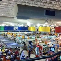 Foto tirada no(a) Supermercado Favorito por Tannus K. em 1/26/2012