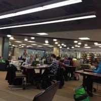 Foto diambil di Milner Library oleh Courtney L. pada 12/13/2011