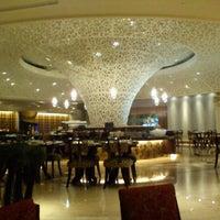 Foto tirada no(a) The Café -  Hotel Mulia Senayan, Jakarta por Mahesa R. em 11/14/2011