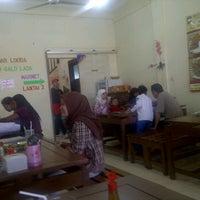 Photo taken at Ikan bakar lodda by Adnan A. on 9/7/2011