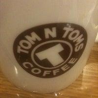 Photo taken at TOM N TOMS COFFEE by Nicole U-Jin. Jung on 12/31/2010