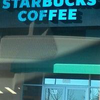 Foto tirada no(a) Starbucks por Aggie W. em 1/20/2012