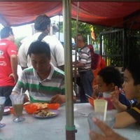 Photo taken at Warong Nasi Ayam Pak Ali by WanLuv on 11/23/2011
