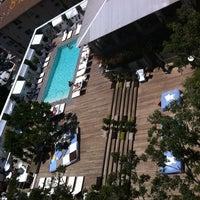 Foto tirada no(a) Mondrian Hotel por Sandra M. em 7/26/2011