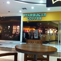 Photo taken at Starbucks by Thiago Z. on 11/16/2011