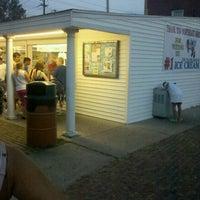 Photo taken at Honey Hut Ice Cream Shoppe by Daniel R. on 8/27/2012