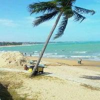 Foto tirada no(a) Praia de Jatiúca por Chris N. em 1/2/2012