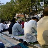 Photo taken at Lapangan Basket RW.01 by Riz Ki on 8/31/2011