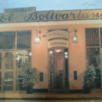 Foto tomada en El Bolivariano por Ricardo U. el 12/30/2011