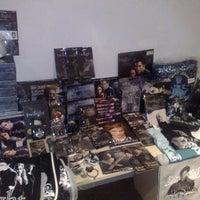 Foto tomada en Kolekzion Shop por Flor S. el 8/21/2011