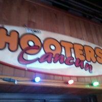 11/27/2011にJonathan M.がHootersで撮った写真
