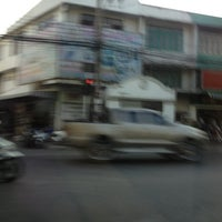 Photo taken at Onnut 17 Intersection by Kix R. on 2/29/2012