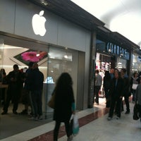 Photo taken at Apple Brent Cross by Diego F. on 4/28/2012