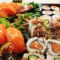 Foto tirada no(a) Sal Doce Sushi Bar por Felipi F. em 6/13/2012