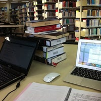 Foto tirada no(a) Biblioteca - PUC Minas por Alvaro G. em 6/18/2012