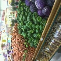 Photo taken at Da Terra - Supermercado RedeMAIS by Katiane on 11/5/2011