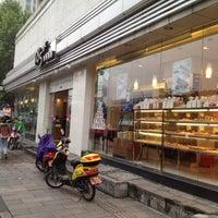 Photo taken at 85°C Bakery Café by ben W. on 4/30/2012