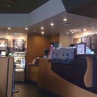 Foto diambil di Starbucks oleh Dendy J. pada 1/4/2012