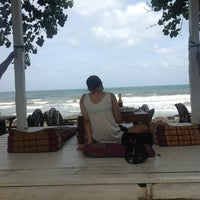 Photo taken at Warapura Restoran by ภูวนาท ธ. on 7/18/2012