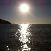 Foto tirada no(a) Praia da Tartaruga por Albina F. em 8/13/2011