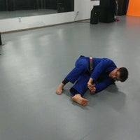 Photo taken at 라텔옐로우주짓수아카데미/Ratel Yellow Jiu-Jitsu & MMA by Jun K. on 11/14/2011