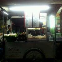 Photo taken at อาหารตามสั่งข้างหูฉลามสกาล่า by Sasikan S. on 12/23/2011